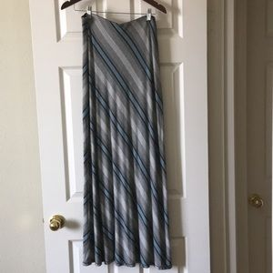 Long, horizontal striped skirt. Lightweight